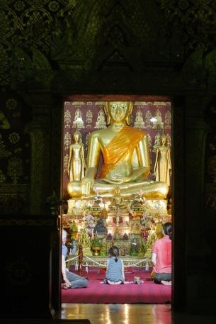 Eingang einer der vielen Tempel in Luang Prabang