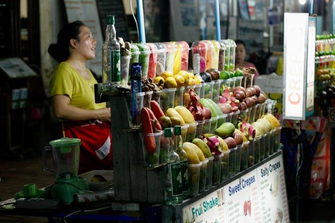 Frische Fruchtsäfte beim Nachtmarkt in Luang Prabang