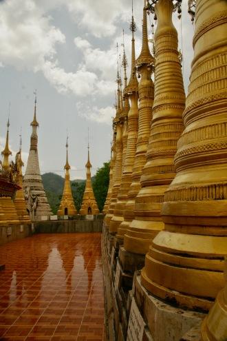 Goldene Stupas in Indein