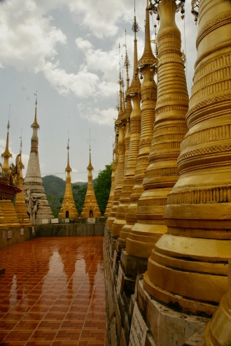 Goldene Stupas in Indein