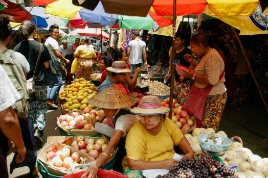 Größter Markt Yangons mit unzähligen Ständen