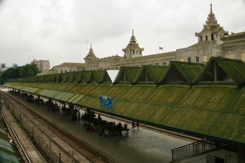 Hauptbahnhof Yangons von oben