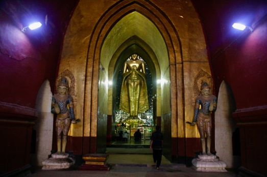 Im Ananda Pahto Tempel in Bagan