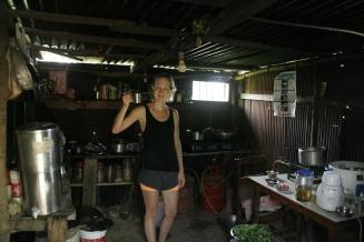 In der winzigen Küche haben Niru und Komala die tollsten Gerichte gekocht