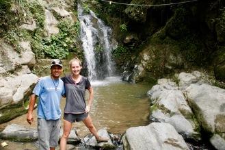 Jasmin gemeinsam mit Rajan bei der zweiten Wanderung