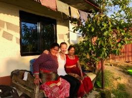 Jasmin mit Mama Niru und Oma Komala