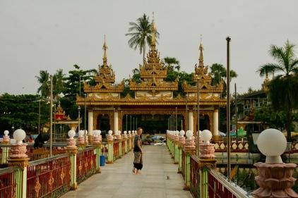 Kyaethoon Pagoda auf dem Weg zur Shwegadon Pagoda