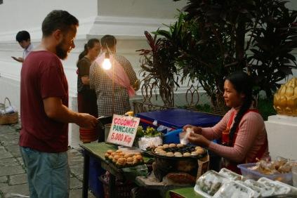 Leckere Kokospancakes in Luang Prabang