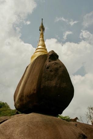 Religiöse Stätten entlang des Pilgerweges zur Golden Rock Pagode