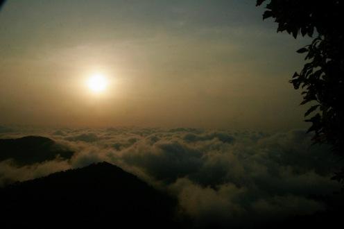 Wolken unter uns nach dem verpassten Sonnenaufgang