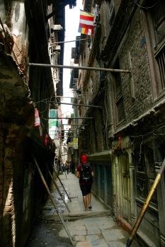 Nach dem Erdbeben müssen viele Gebäude gestützt werden
