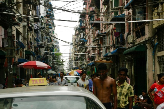 Riesiges Gewusel in den Straßen Yangons