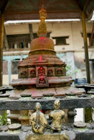 Schreine in den Hinterhöfen Kathmandus