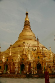 Shwedagon Pagode - Abendsonne färbt sie in tiefes Gold