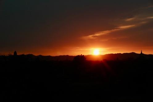 Sonnenuntergang vom namenlosen Tempel genießen