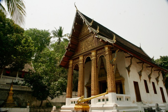 Tempel auf dem Weg zum Phou Si Berg
