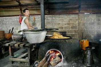 Traditionelle Herstellung von Snacks in Kaung Daing