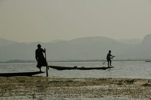 Traditionelle Paddeltechik auf dem Inle See