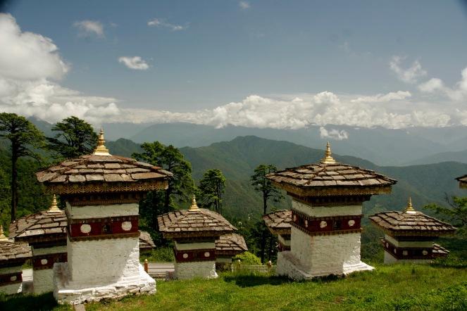 108 Chortens auf dem wunderschönen Dochula Pass in Bhutan