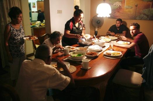 Abendessen bei Nelu und ihrer liebenswerten Familie