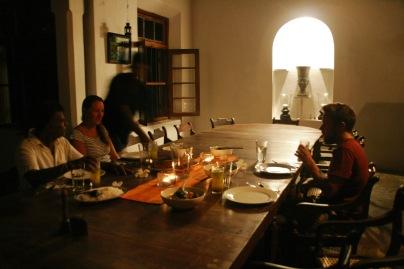 Abendessen in der Villa de Zoysa