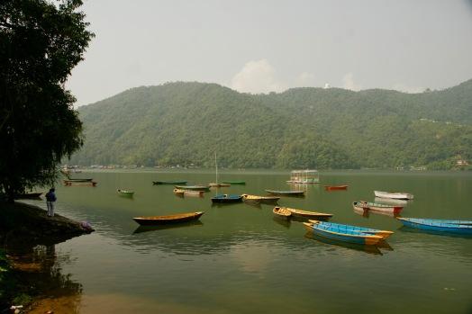 Böotchen im Phewa See in Pokhara