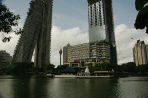 Beira See und der Lotusturm in Colombo