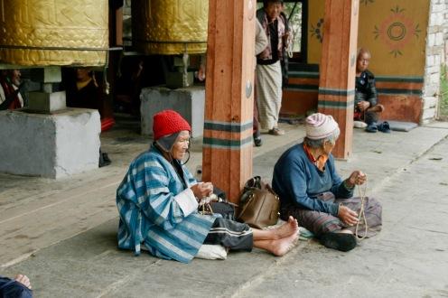 Betende Bhutanesinnen bei der National Memorial Chorten in Thimphu