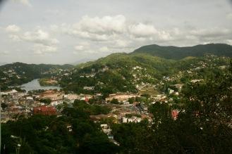 Blick über Kandy vom Bahirawakanada Buddha
