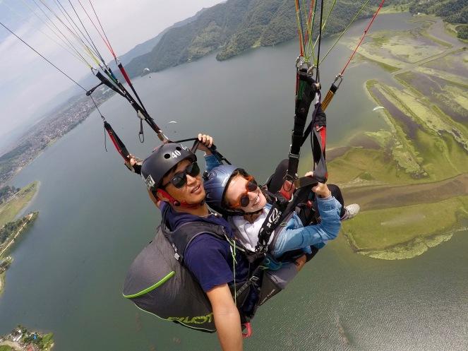 Paragliding über dem Phewa See