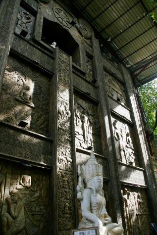 Eingang des Gangaramaya Tempel in Colombo