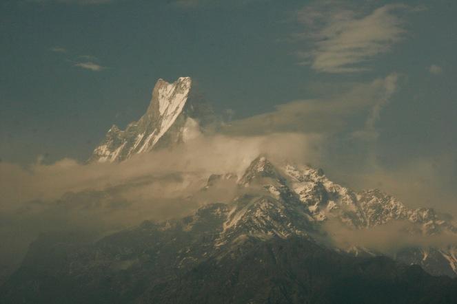 Erste relativ klare Sicht auf die schneebedeckten Berge - Fishtail