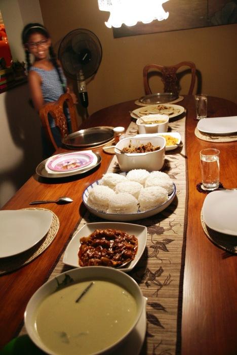 Extrem leckeres singhalesisches Essen bei Nelu und ihrer Familie