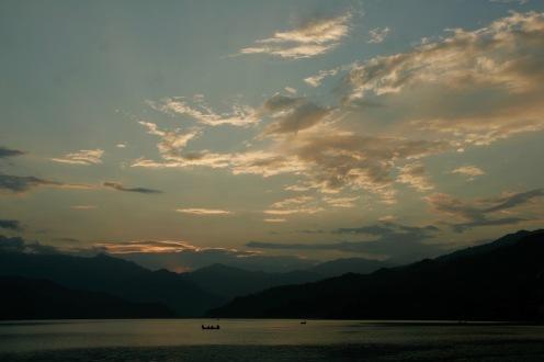 Farbspektakel über dem Phewa See