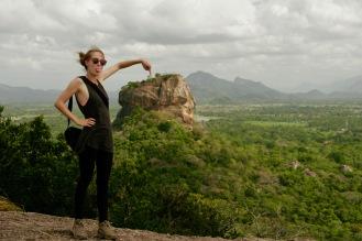 Faxen machen auf dem Pidurangala Felsen