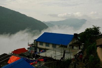 Fünfter Tag - das erste Mal am Morgen Regen und die Wolken ziehen vom Tal zu uns in die Berge