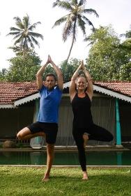 Figuren mit unserer Yoga Lehrerin Eva