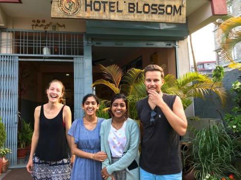 Gemeinsam mit den Hotelbesitzerinnen Binita und Lakshmi in Pokhara