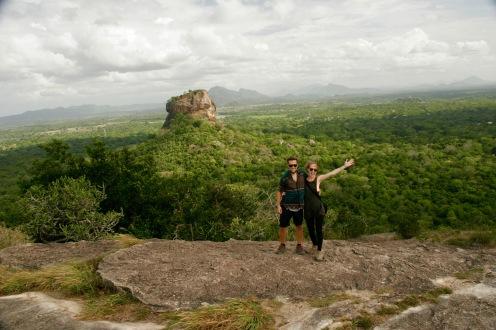 Glücklich über die tolle Aussicht vom Pidurangala Felsen
