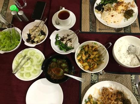 Leckeres frisch zubereitetes Essen im Hotel in Paro