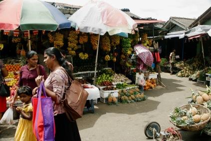 Obst- und Gemüsestände beim Markt in Kandy