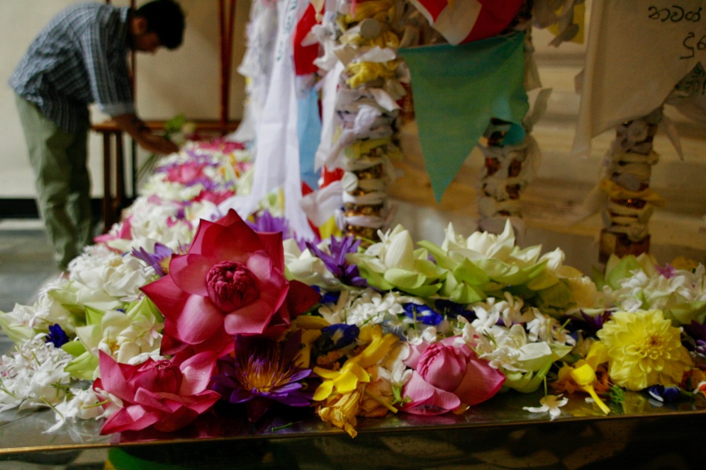 Opfergaben im Zahntempel in Kandy