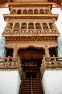 Reich verzierter Eingang zum Haupttempel des Punakha Dzong