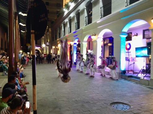 Tänzer in den Straßen Colombos