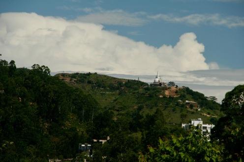 Tempel in der Ferne auf dem Weg zum Little Adam's Peak