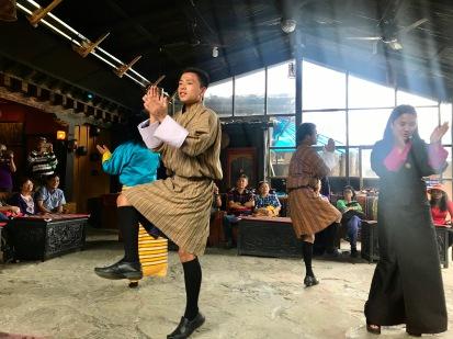 Typischer bhutanesischer Tanz im Simply Bhutan