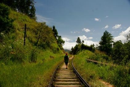 Unvorstellbar in Deutschland auf den Bahngleisen laufen