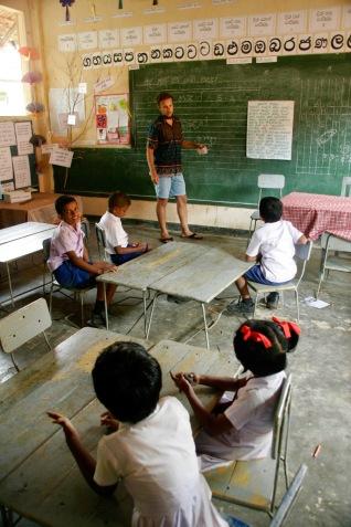 Wir geben Unterricht in einer kleinen Dorfschule