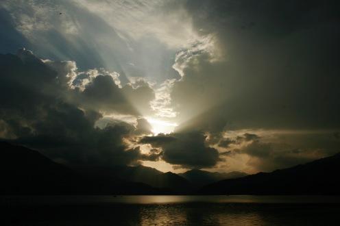 Wunderschöner Sonnenuntergang an unserem letzten Abend in Pokhara