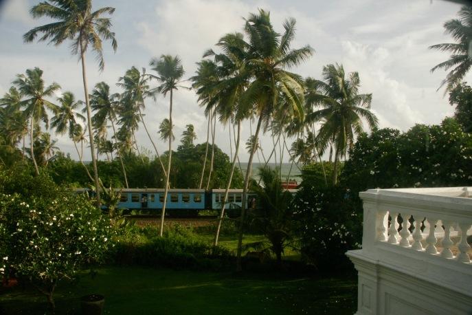 Zugstrecke direkt an der Villa de Zoysa
